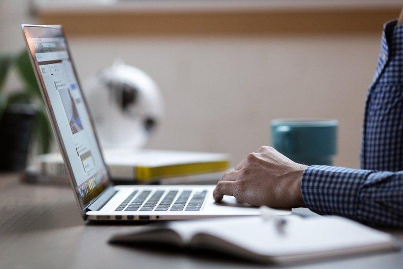 オンライン学習型プログラミングスクールを比較